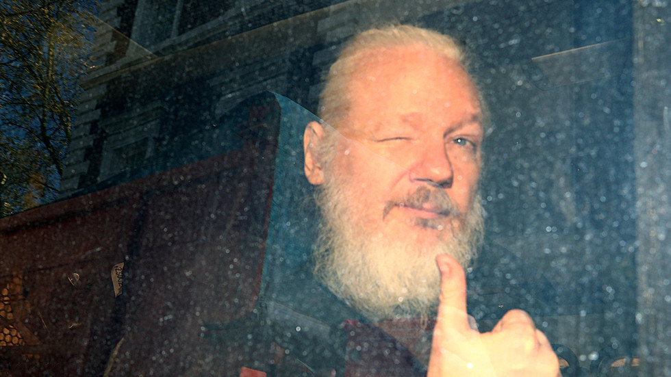 Guardian corrects article about Julian Assange embassy 'escape plot' to Russia...a year later